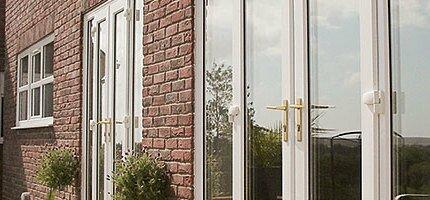 Монтаж пластиковых балконных дверей